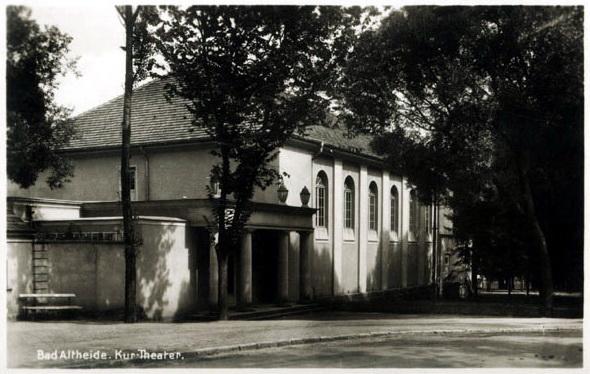 Archiwalne zdjęcie budynku teatru